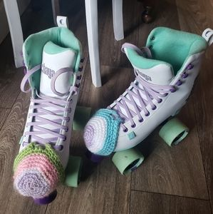 Chaya Melrose Roller Skates with extra laces, box